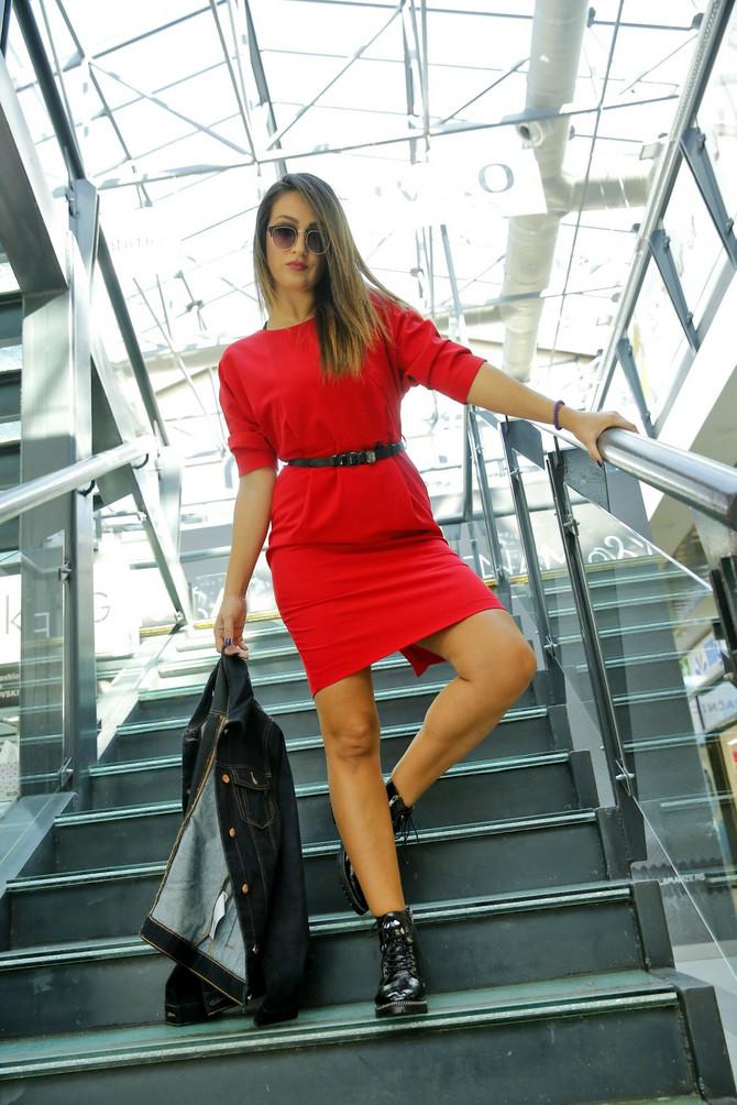 """Jakna i haljina """"Esprit"""", (Sportina), 9.099 i 8.399 din, naočare """"Sportina"""", 749 din,  martinke """"Afrika"""", 12.900 din"""