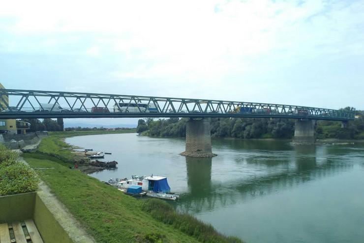 Gradiska granica most
