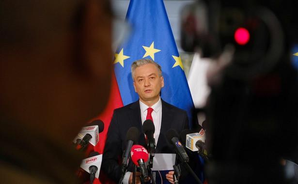 Biedroń przypomniał na konferencji prasowej, że w czwartek odbędzie się nadzwyczajna sesja Parlamentu Europejskiego, na której mają być głosowane propozycje Komisji Europejskiej dot. wsparcia krajów w czasie pandemii.