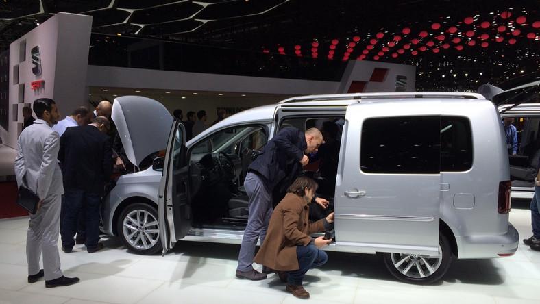 Volkswagen w Genewie odsłonił nową generację modelu caddy maxi, czyli jeszcze większe wcielenie caddy. Podobnie jak krótszy brat, który niedawno zadebiutował w Poznaniu, także maxi będzie oferowany jako osobowy van dla rodzin oraz jako dostawcza furgonetka.Volkswagen caddy maxi nowej generacji będzie produkowany tylko i wyłącznie w fabryce w Poznaniu, skąd auta będą wysyłane na cały świat. Kiedy ruszą taśmy?