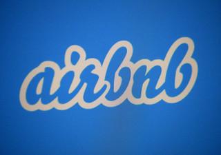 Bruksela stawia ultimatum firmie Airbnb. Platforma wprowadza w błąd co do kosztów noclegów?