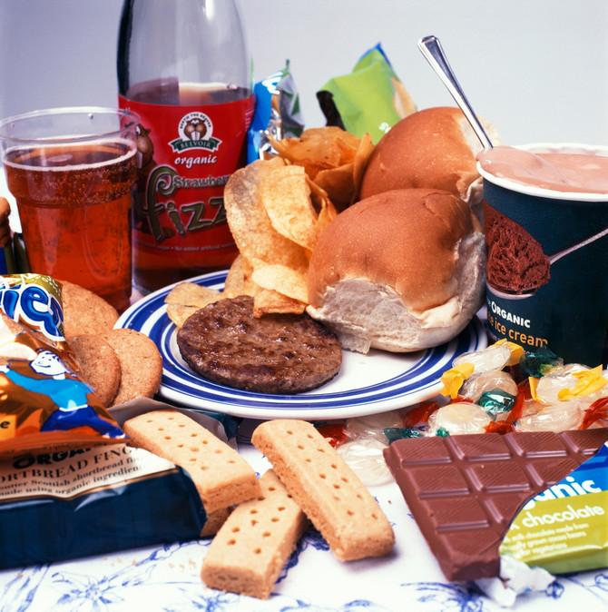 Više faktora može da dovede do insulinske rezistencije, uključujući i preterano konzumiranje prerađene hrane