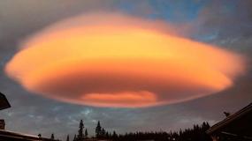 Chmura niczym UFO. Piloci się jej wystrzegają