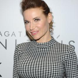 Karolina Pilarczyk pręży nowy biust na salonach. Pamiętacie jak wyglądał wcześniej?