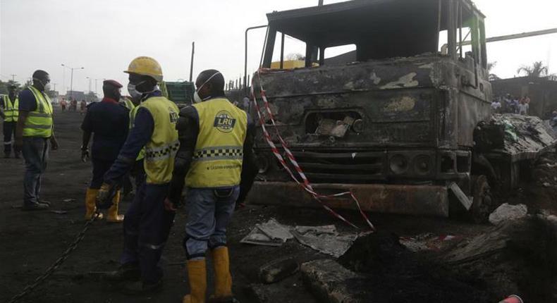 Dozens feared dead in Nigeria as leaking oil tanker explodes (Al Jazeera)