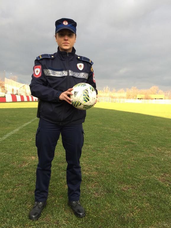 Valentina je nasledila oca, koji je takođe policajac