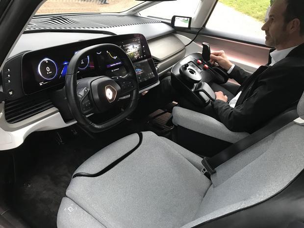 Renault Symbioz - świetne ekrany OLED od LG. Bardzo dobry obraz, świetna czerń i brak problemu z nagrzewaniem się matrycy