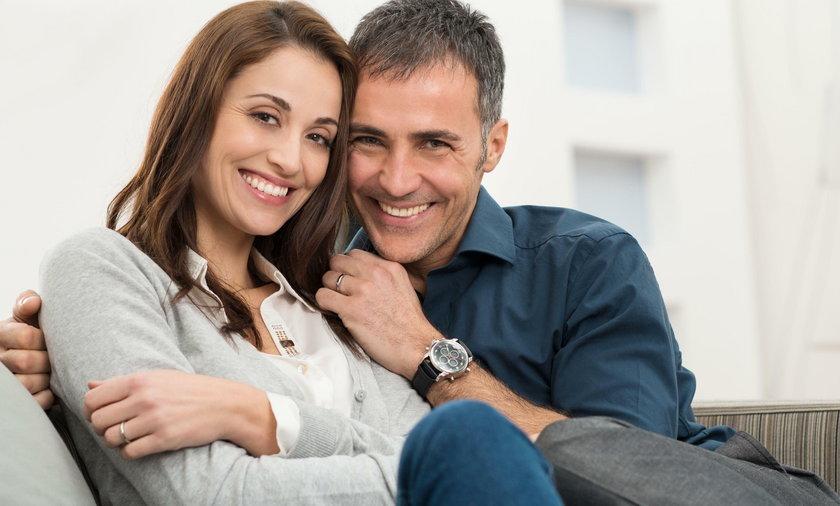 Osoby, które uprawiały seks tylko z 1 osobą czują się bardziej szczęśliwe w małżeństwie