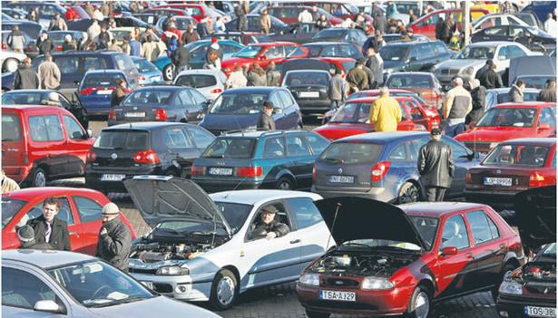 Do tej pory klient, który chciał sprawdzić pochodzenie kupowanego auta, musiał złożyć wniosek do MSWiA Fot. Rafał Guz/Fotorzepa
