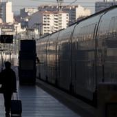 SAOBRAĆAJ I DALJE PARALISAN Nastavljen štrajk železnica u Francuskoj, a sutra se očekuje JOŠ VEĆI HAOS