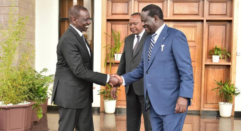 DP Ruto shakes hands with former PM Raila Odinga at his official Karen residence after the March 9 handshake in 2018 (Twitter)