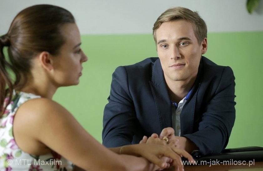 """Magda (Anna Mucha) i Olek (Maurycy Popiel) z """"M jak miłość"""" bardzo się stresują rozmową"""