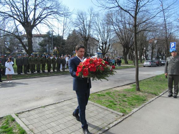 Dragomir Petronijević polaže vence