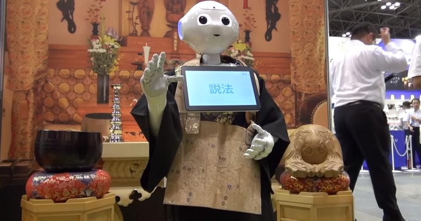 Pierwszy prototyp Peppera pojawił się w 2014 roku. Do tej pory pracował głównie jako recepcjonista - teraz może zostać mnichem