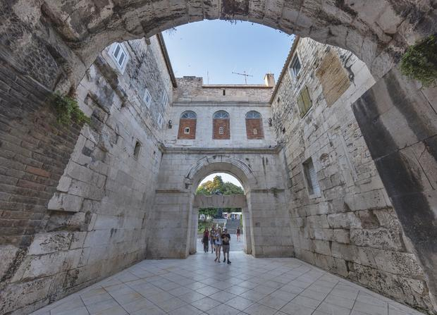 Złota Brama (Porta Aurea), Split