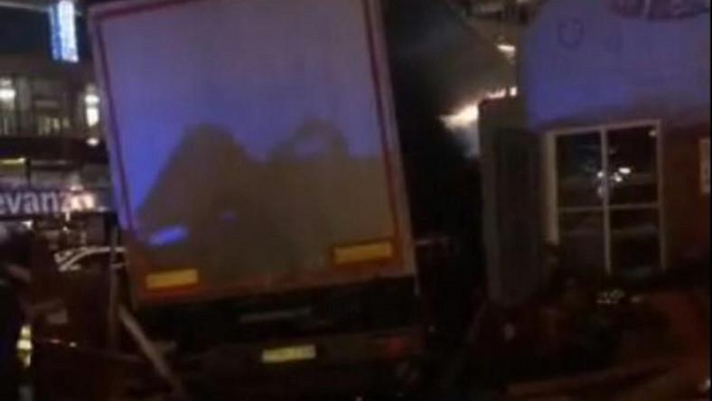 Ciężarówka wjechała w tłum