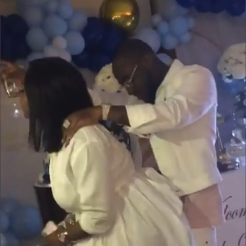 Davido rocks his wife, Chioma on the dance floor. (Bankulli)