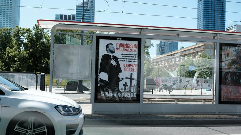 Warszawa: władze miasta nakazały zdjęcie plakatów uderzających w Łukasza Szumowskiego