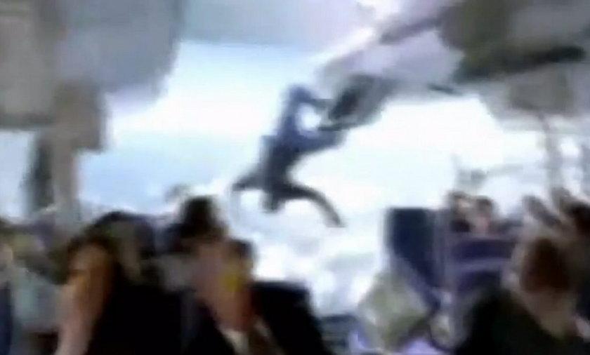 samolot dziura dekompresja ilustracja lost film