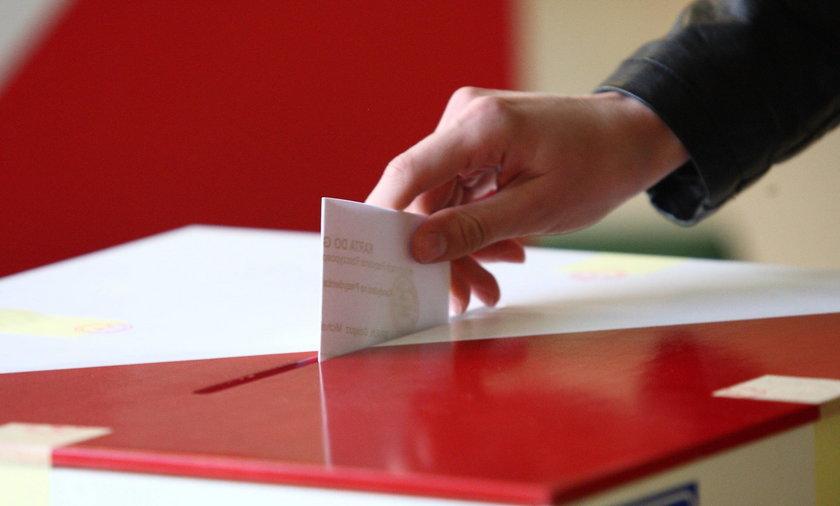 Kto wygrywa w Sejmie? Najnowsze dane PKW