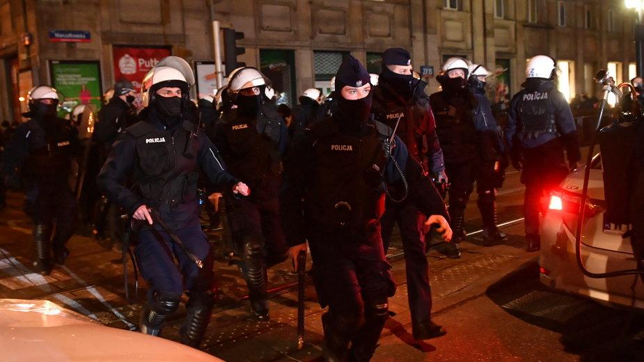 Policja na demonstracji Strajku Kobiet w Warszawie