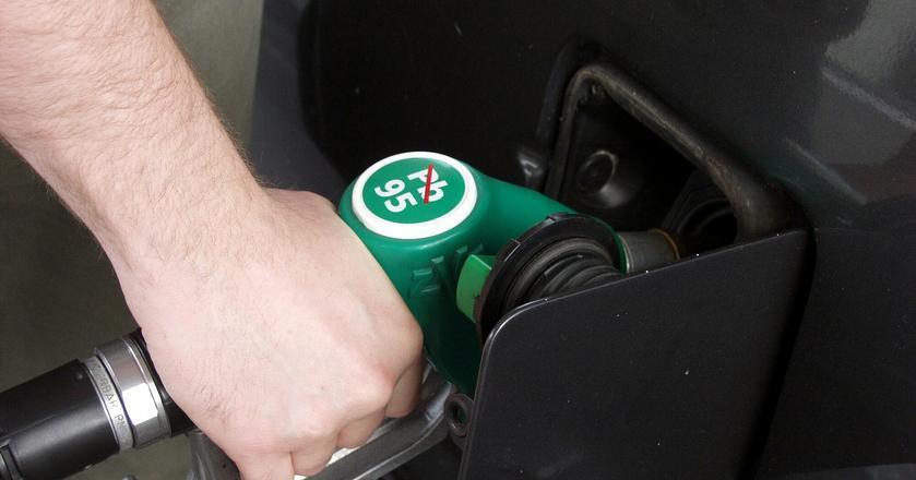 Kierowcy tankują obecnie najtańsze paliwa od blisko roku. Ta dobra passa może jednak wkrótce się skończyć