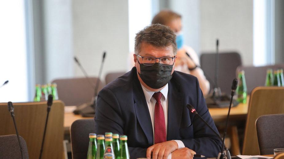 Wiceminister spraw wewnętrznych i administracji Maciej Wąsik podczas posiedzenia sejmowej Komisji Administracji i Spraw Wewnętrznych
