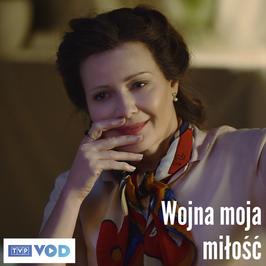 """Małgorzata Kożuchowska jako Krystyna Skarbek w spektaklu """"Wojna, moja milość"""""""