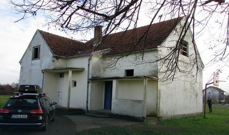 Zapuštena škola u Elezagićima kod Gradiške