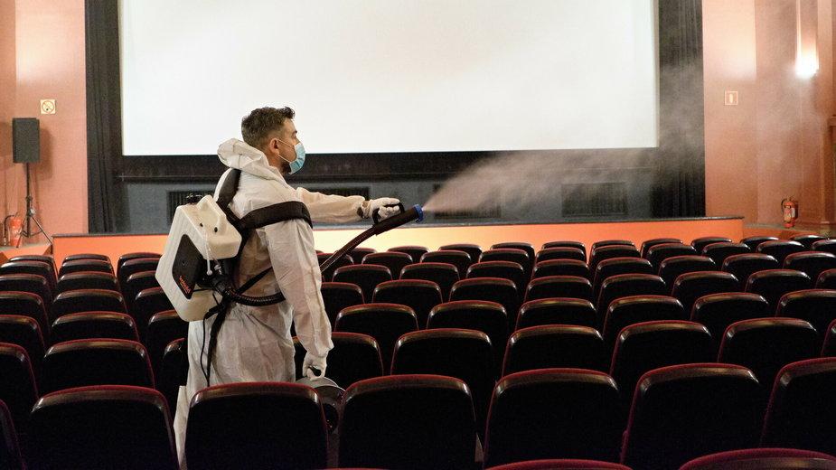 Kino Muranów podczas przygotowań do otwarcia w czerwcu 2020 r.