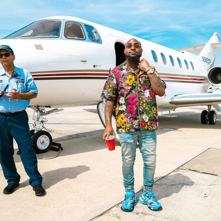 Back in 2018, Davido help foot the N15M medical bills of staff at the airport (Instagram/Davidoofficial)