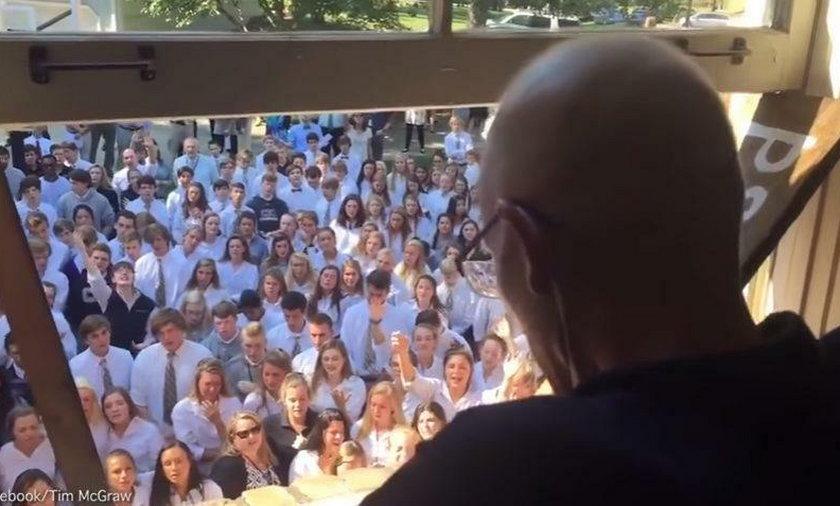 Chory na raka nauczyciel otrzymał niezwykłe wsparcie od swoich uczniów