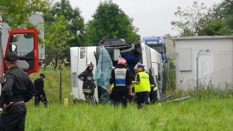 Wypadek pod Opolem. Autokar z dziećmi wypadł z drogi
