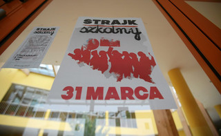 Proksa: Nauczyciele w Krakowie kończą strajk głodowy. Trwa protest okupacyjny