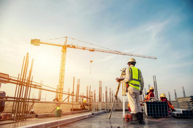 Inwestorzy, którzy mają dość papieru, zyskali ostatnio powody do radości. Od kilku dni mogą składać do urzędów drogą online proste wnioski i zgłoszenia w procesie inwestycyjno-budowlanym.