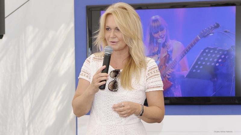 Grażyna Torbicka w bieli na festiwalu Dwa Brzegi
