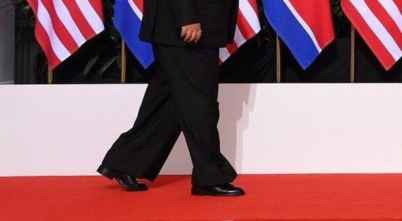 Lelujave nogavice otkrile su tajnu visine severnokorejskog lidera