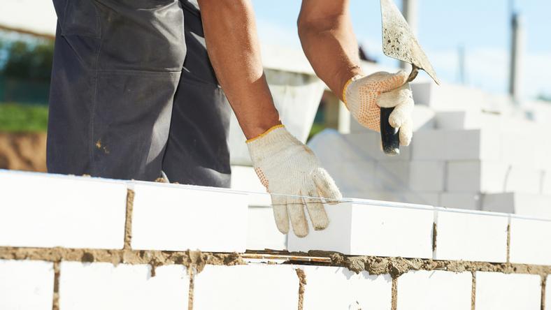 Wielkopolskie: materiały budowlane systematycznie przekazywane poszkodowanym
