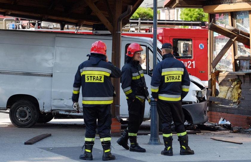 Tragedia w Zgierzu. Bus wjechał w przystanek autobusowy, nie żyje 40-letnia kobieta