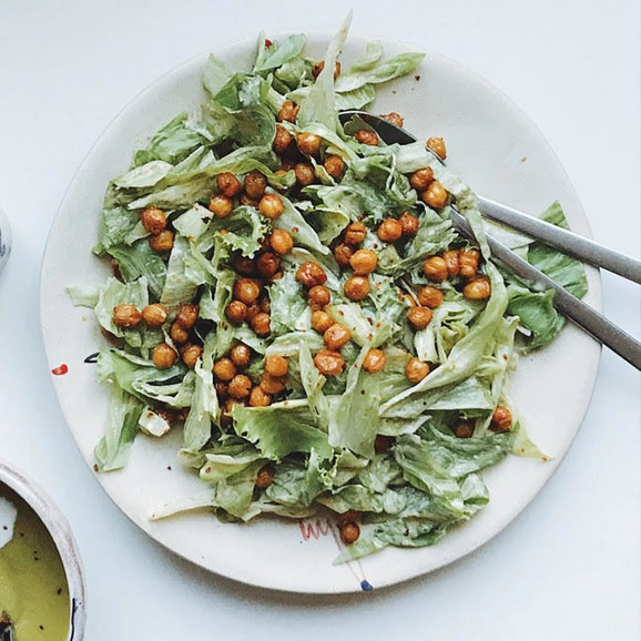 Cezar salata sa leblebijama