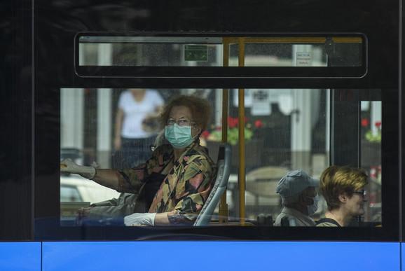 Maske još, ponekad, u gradskom prevozu