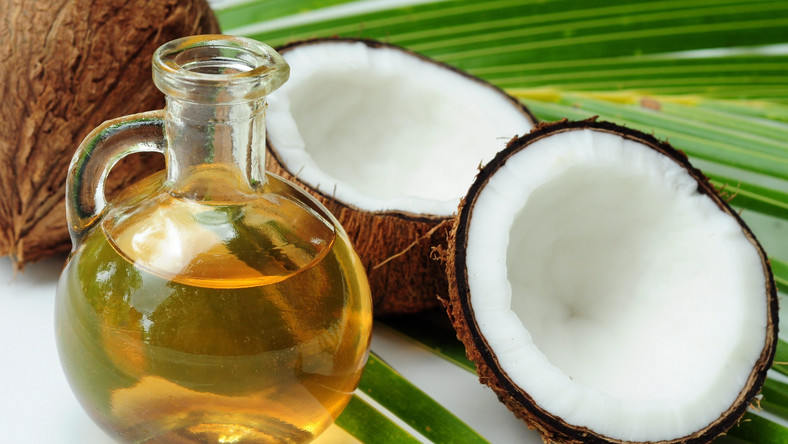 Badania dowodzą, że spożywanie oleju kokosowego (nadaje się do smarowania pieczywa, można zastąpić nim masło w ciastach) korzystnie wpływa na zdrowie. Między innymi poprawia kondycję serca, zwiększa tempo przemiany materii, zapobiega cukrzycy typu 2 i wzmacnia odporność