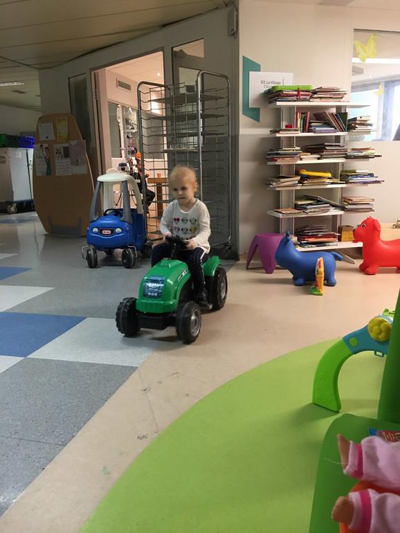Helena je trenutno sa roditeljima u Parizu, uspešno je prebrodila prvu hemioterapiju i sledi joj još pet