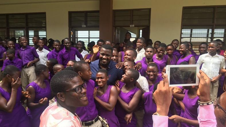 Dumelo says he donated over 100 sets to the school and not the 6 being reported and shown in the now viral photo.