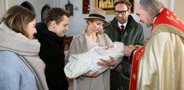 """Skandal w """"Barwach szczęścia"""". Co zrobi Klara po chrzcie córki?"""