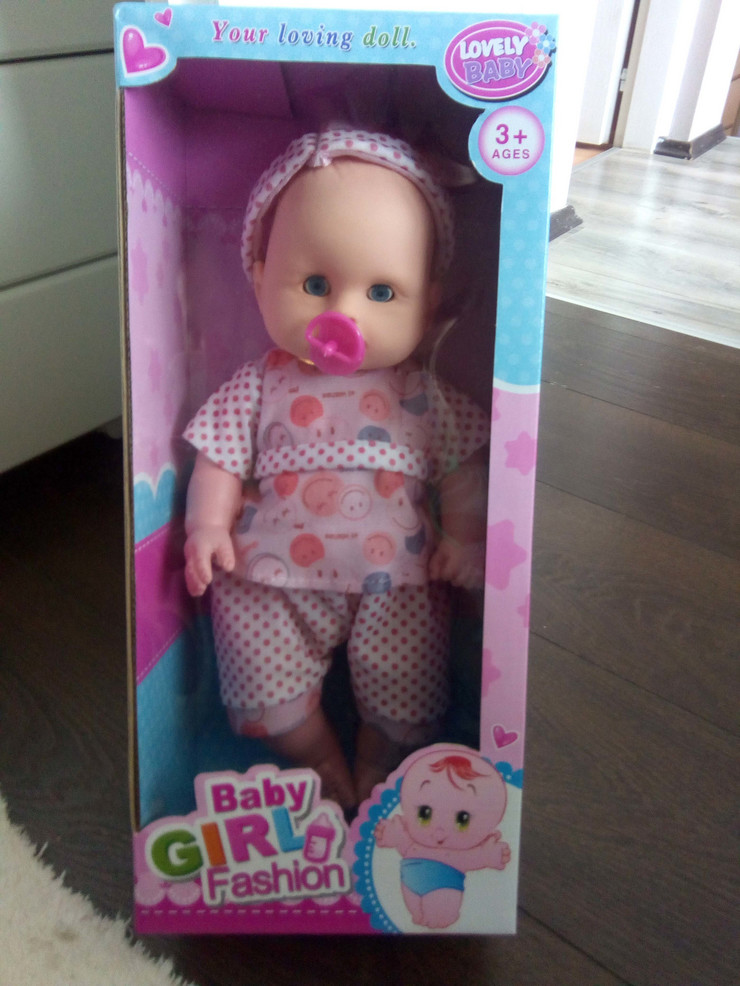 NIS01 Lutka Baby girl fashion na prvi pogled izgleda kao divan poklon za devojcice foto Privatna arhiva