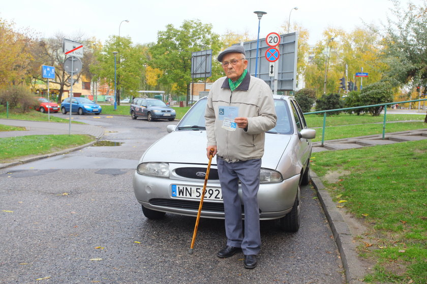 Pan Jan stracił kartę parkingową dla niepełnosprawnych.