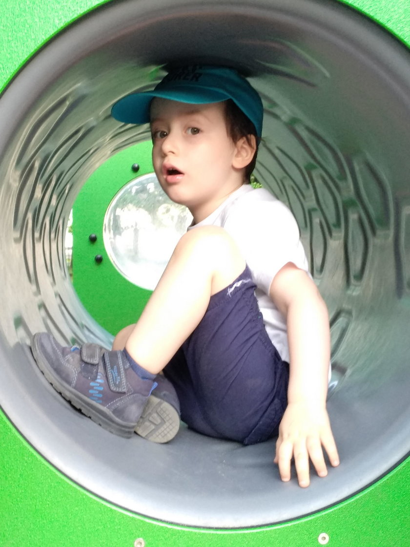 Nowe fakty w sprawie porwania 4-letniego Leo Descombes w Krakowa