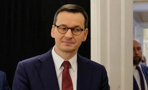 Informację o tym podał wczoraj rzecznik rządu Piotr Müller. Zdaniem premiera SN naruszył konstytucyjną prerogatywę prezydenta do powoływania sędziów na wniosek KRS, a także – przekraczając własne kompetencje – wydał de facto akt prawny o charakterze prawotwórczym.
