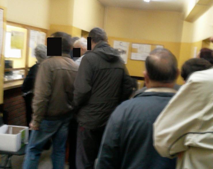 NIS pacijenti od ranog jutra stoje u redovima foto privatna arhiva